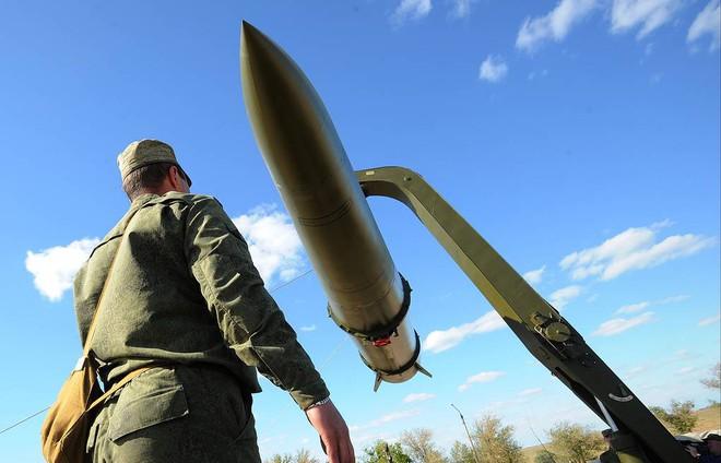 Tên lửa bắn tới sát biên giới, Nga gửi cảnh báo thép cho Thổ - Lực lượng đặc nhiệm bí ẩn xuất hiện tại Donbass, thế lực nào ra tay? - Ảnh 1.