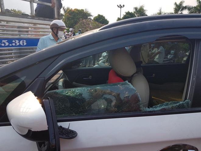 CLIP: Nam thanh niên nghi ngáo đá, chạy ô tô lạng lách, thách thức CSGT - Ảnh 2.