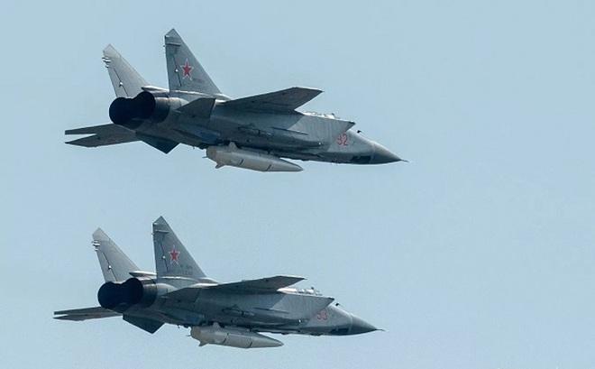 """MiG-31 """"thợ săn siêu hạng"""" ở Bắc Cực"""