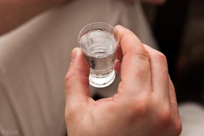 Rượu gây tàn phá gan như thế nào: Câu trả lời sẽ khiến nhiều quý ông lo lắng - Ảnh 1.