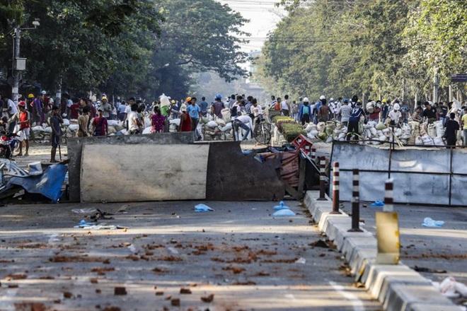 Mỹ áp lệnh trừng phạt con của lãnh đạo quân đội Myanmar - Ảnh 1.