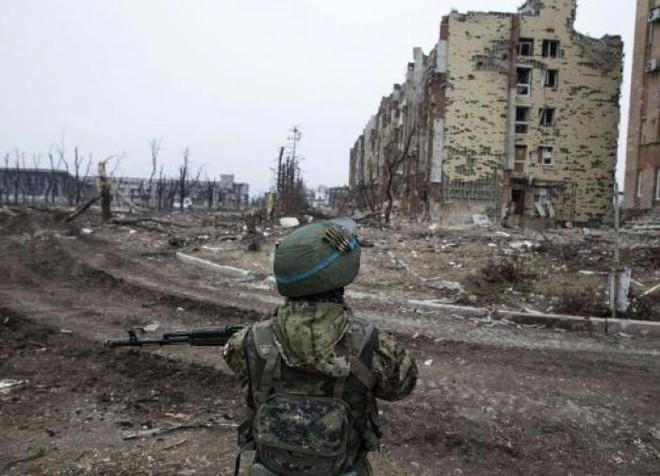Không quân, hải quân Nga đồng loạt ra đòn, chiến sự Syria sôi sục - Giao tranh bùng phát ở Donbass, tàu chiến NATO tiến vào Biển Đen - Ảnh 2.