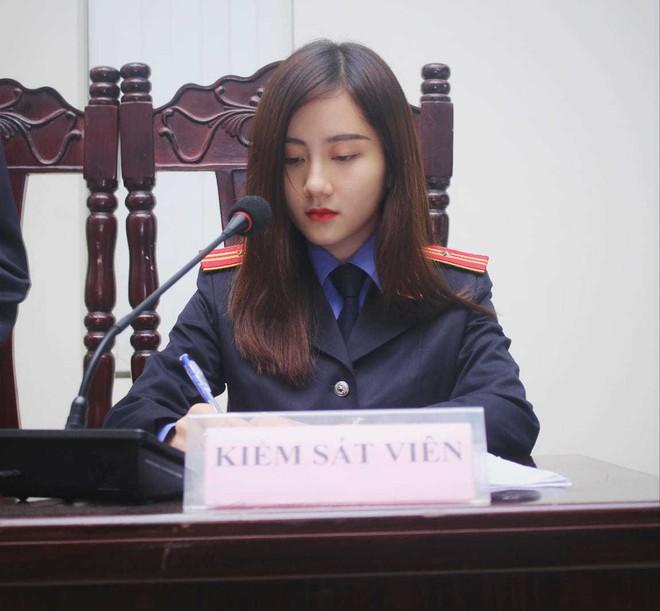 Nữ sinh 9X xinh đẹp ngồi ghế Kiểm sát viên khiến ai nấy trầm trồ vì thành tích 'khủng' - ảnh 2