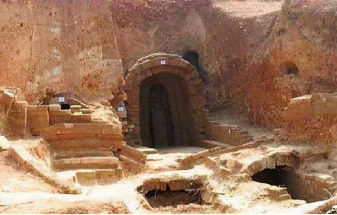 Bí ẩn ngọn núi có 48 chiếc quan tài cùng chủ nhân: Người kiểm lâm tìm ra chân tướng sau 300 năm - Ảnh 1.