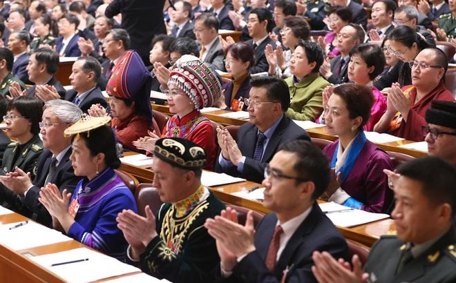 TQ thông qua Quyết định hoàn thiện hệ thống bầu cử Hồng Kông: Đại biểu vỗ tay vang rền, Carrie Lam cảm kích