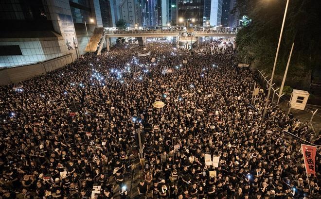 """Nhận ra sơ hở và thiếu sót, TQ dùng """"những cú đấm liên hoàn"""" để ổn định tình hình Hồng Kông?"""
