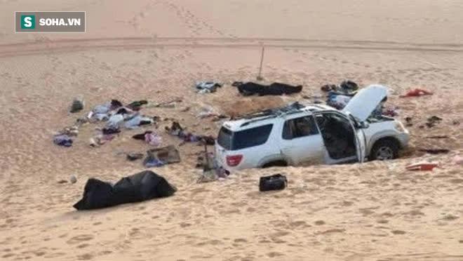 Đi tuần tra phát hiện chiếc xe ô tô đỗ trên sa mạc, cảnh sát lại gần và phát hiện cảnh tượng ám ảnh - Ảnh 2.
