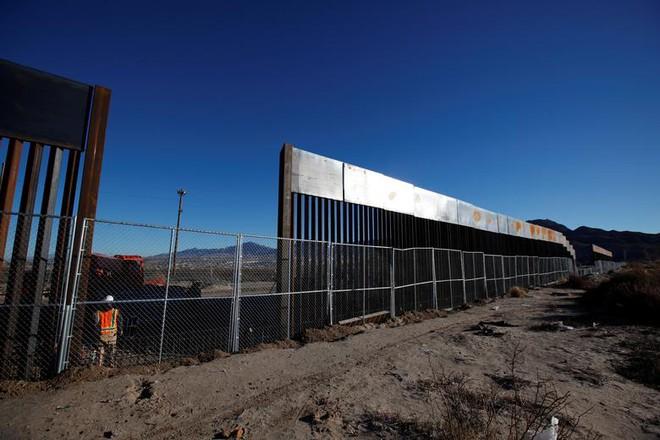 Thư từ nước Mỹ: Một cuộc hoảng loạn đang bắt đầu ở biên giới phía Nam - Ảnh 2.