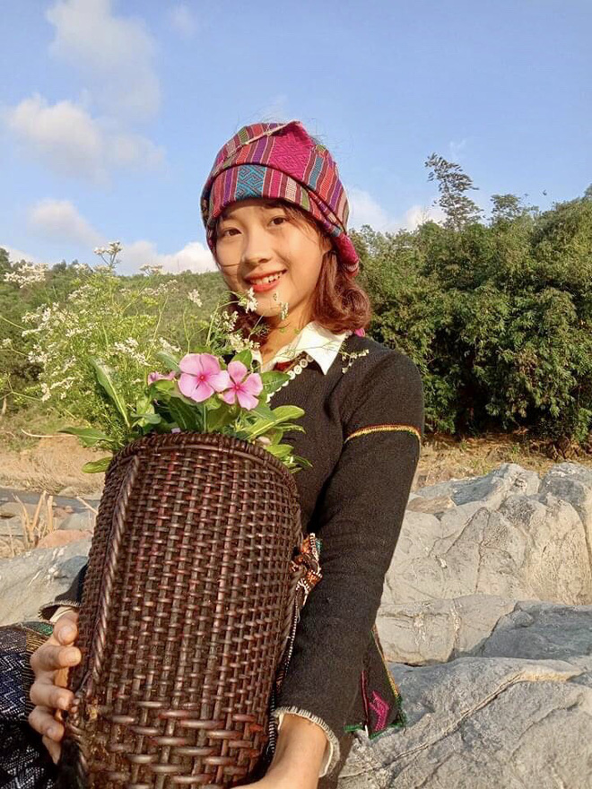 Nữ sinh Bru - Vân Kiều gây chú ý bởi nét đẹp tươi tắn, dịu dàng trong bộ trang phục truyền thông của dân tộc - Ảnh 5.