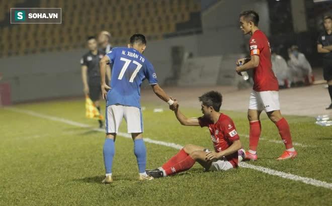 """Lee Nguyễn được so với Bruno Fernandes, nhưng lại """"tắt điện"""" vì độc chiêu của CLB V.League"""