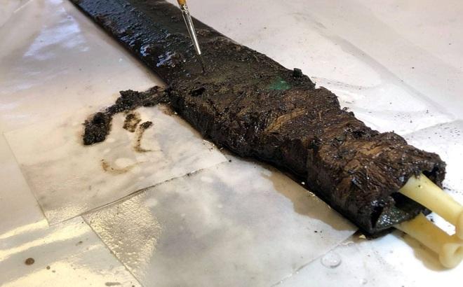 """Miệt mài khai quật đường ống dẫn khí, một nhóm người bất ngờ tìm thấy """"báu vật dưới lòng đất"""""""