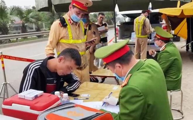 Phát hiện tài xế dương tính với ma túy trên cao tốc Hà Nội - Thái Nguyên