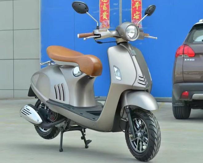 Lộ diện xe máy giống như lột Vespa 946, rẻ hơn cả Honda Wave Alpha, giá chỉ 10 triệu đồng - Ảnh 2.
