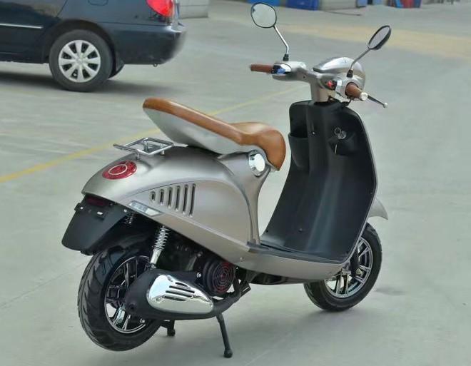 Lộ diện xe máy giống như lột Vespa 946, rẻ hơn cả Honda Wave Alpha, giá chỉ 10 triệu đồng - Ảnh 4.