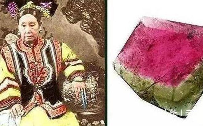 Cô gái mang của hồi môn của bà nội đến chương trình thẩm định: Giống hệt món đồ quý trong lăng mộ Từ Hi Thái hậu