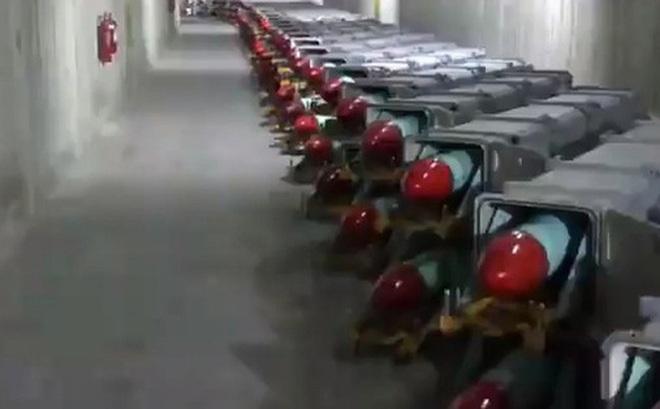 Iran phô diễn sức mạnh quân sự bằng thành phố tên lửa