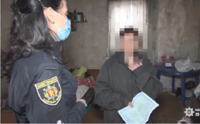 Bỏ con trai 5 tháng tuổi trong nhà để làm chút việc, mẹ trẻ ngã quỵ trước cảnh tượng lúc về