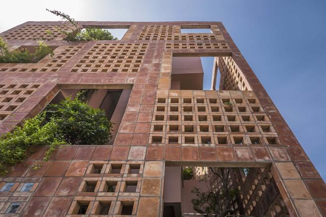 Lạ mắt với ngôi nhà toàn lỗ của chuyên gia gốm sứ tại Bát Tràng - Ảnh 11.