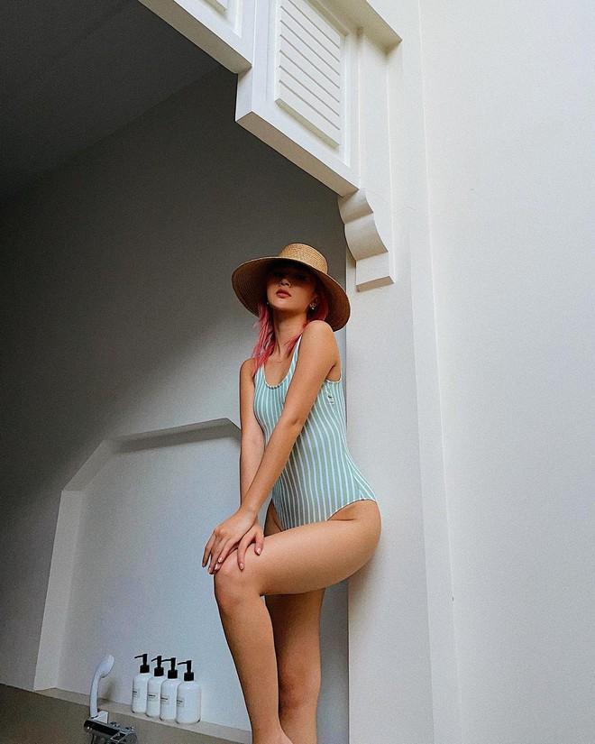 Quỳnh Anh Shyn liên tục khoe ảnh bikini, tạo dáng gợi cảm trước biển - Ảnh 7.