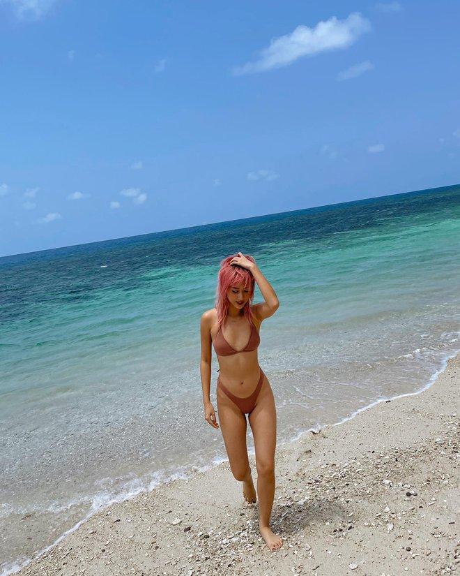 Quỳnh Anh Shyn liên tục khoe ảnh bikini, tạo dáng gợi cảm trước biển - Ảnh 10.