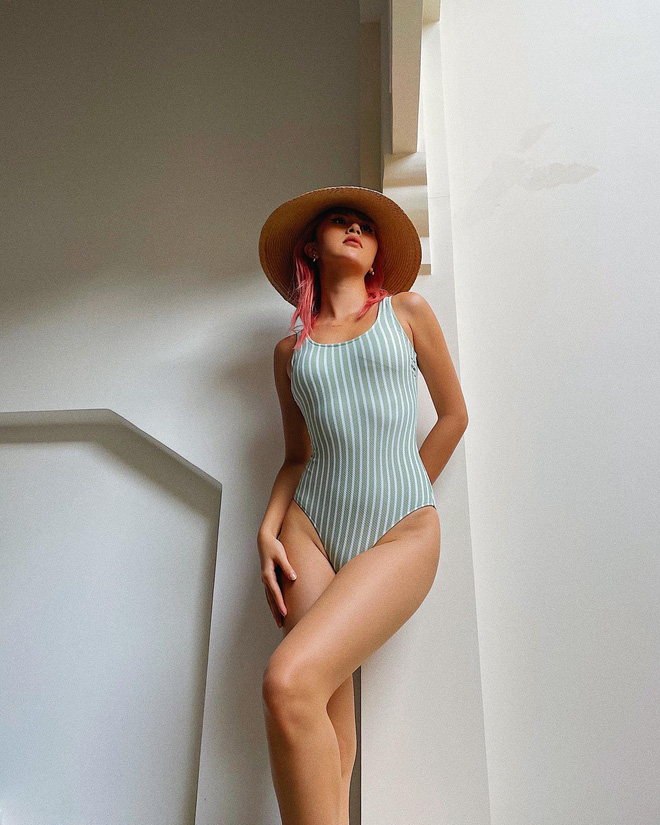 Quỳnh Anh Shyn liên tục khoe ảnh bikini, tạo dáng gợi cảm trước biển - Ảnh 8.
