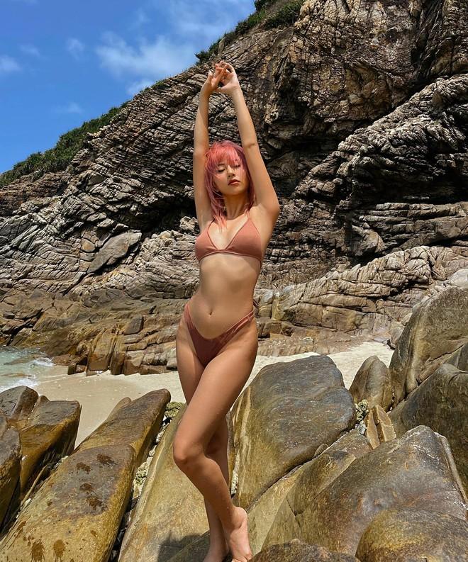 Quỳnh Anh Shyn liên tục khoe ảnh bikini, tạo dáng gợi cảm trước biển - Ảnh 11.