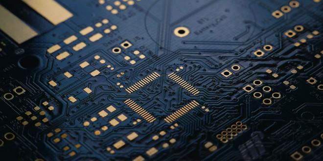 Cả thế giới lao đao vì thiếu chip, trừ Apple - Ảnh 1.