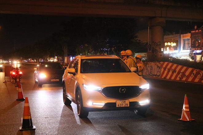 Lái ô tô đi nhậu, năn nỉ suốt 30 phút để được bỏ qua, nữ tài xế bị CSGT ở Sài Gòn phạt 35 triệu đồng - Ảnh 2.