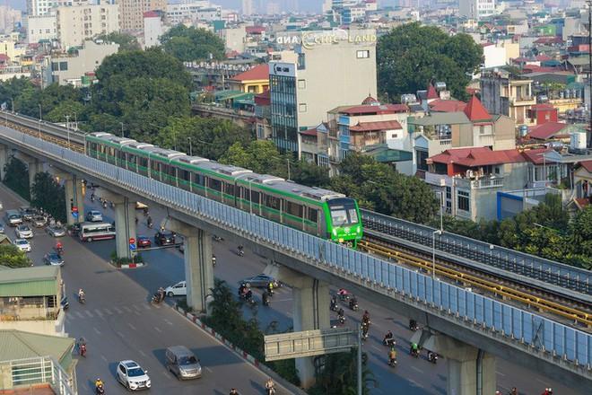 Thị sát đường sắt Cát Linh-Hà Đông, lãnh đạo Hà Nội nói gì về việc bàn giao dự án? - Ảnh 1.