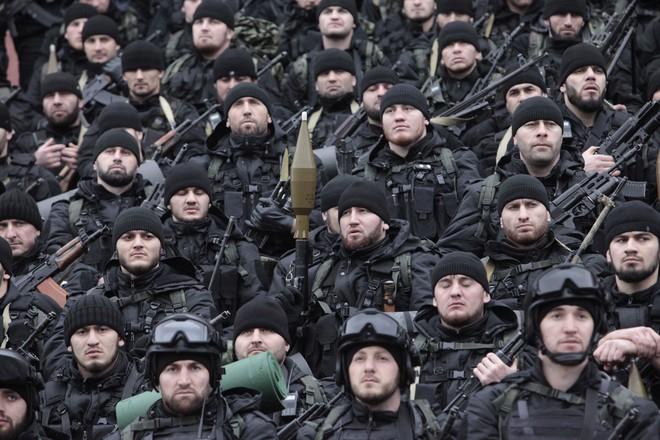 16.000 quân Chechnya gặp vấn đề với Nga - Cực hữu Ukraine tính đánh từ trong ra ở Moscow? - Ảnh 2.