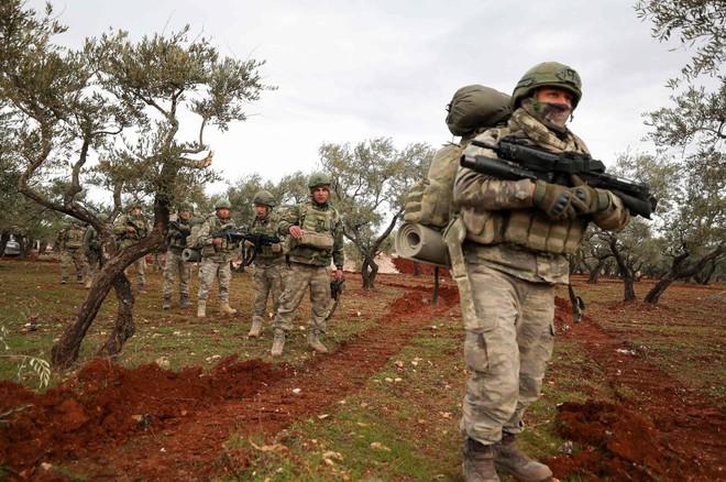 Lò lửa Donbass rực cháy, lính đánh thuê Nga tham chiến, đã có thương vong, nóng lên từng giờ - Thổ Nhĩ Kỳ bị tấn công trực diện - Ảnh 1.