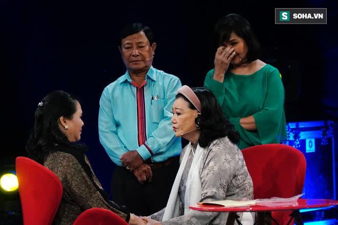NSND Kim Cương tìm thấy con gái nuôi sau gần 50 năm thất lạc: Con chạy lên sân khấu, tôi bảo đừng khóc nhưng không nhận ra con… - Ảnh 9.