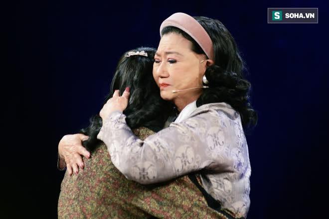 NSND Kim Cương tìm thấy con gái nuôi sau gần 50 năm thất lạc: Con chạy lên sân khấu, tôi bảo đừng khóc nhưng không nhận ra con… - Ảnh 10.