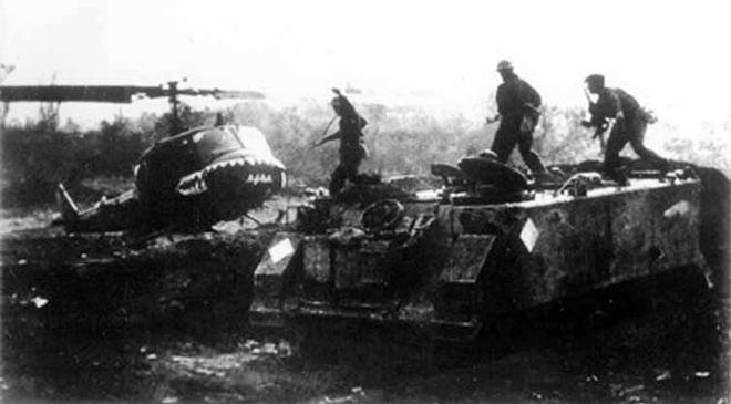 Mãnh Hổ xe tăng VN gầm thét trên nóc hầm, Đại tá Lữ đoàn trưởng Dù khét tiếng giả chết - Ảnh 4.