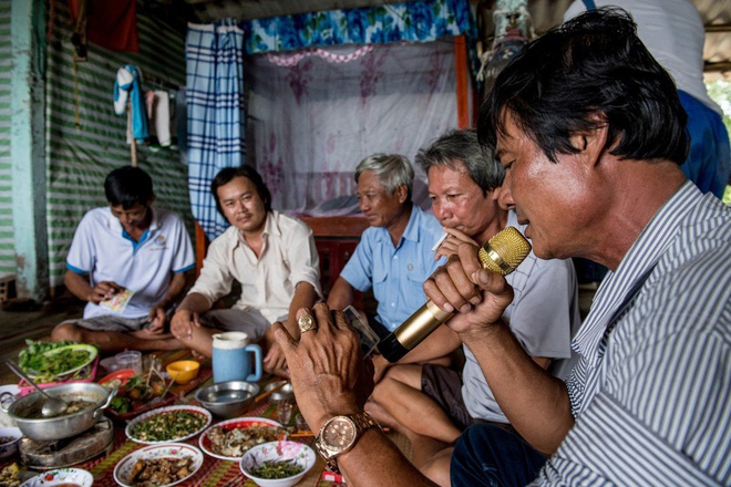 SCMP: Hát ngày, hát đêm, hát tới mức nhà bị phóng hỏa vẫn hát và hệ lụy của bom âm thanh ở Việt Nam - Ảnh 1.