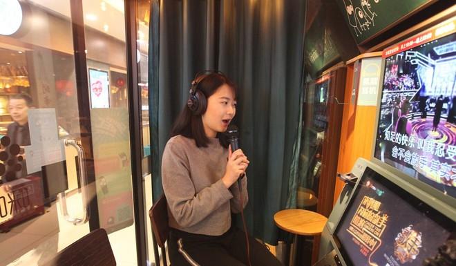 SCMP: Hát ngày, hát đêm, hát tới mức nhà bị phóng hỏa vẫn hát và hệ lụy của bom âm thanh ở Việt Nam - Ảnh 2.