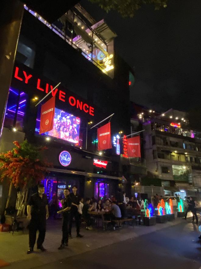 Sau 2 ngày hoạt động lại, phố Bùi Viện đông kín, bar sang chảnh vắng hoe - Ảnh 4.