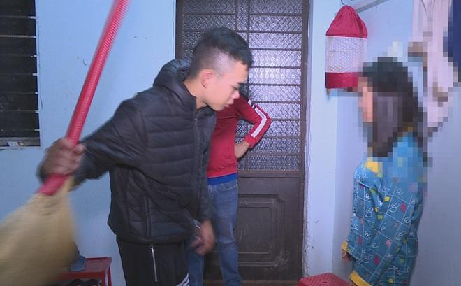 Nhốt, đánh đập 3 cô gái phục vụ quán karaoke vì tự ý bỏ đi làm ở nơi khác