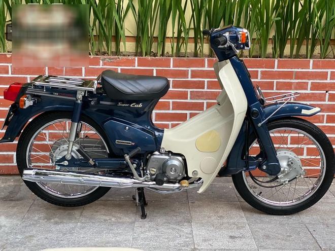 Huyền thoại Honda Super Cub giá 200 triệu của tay chơi Hà Nội 20 năm vẫn đẹp long lanh - Ảnh 1.