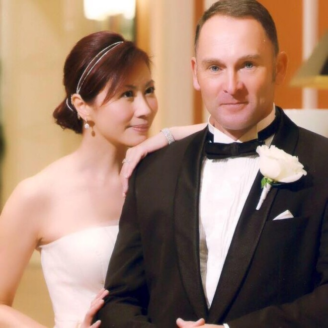 Hoa hậu Hong Kong 3 đời chồng, làm chủ tập đoàn trang sức lớn, tuổi U60 ra sao? - Ảnh 7.