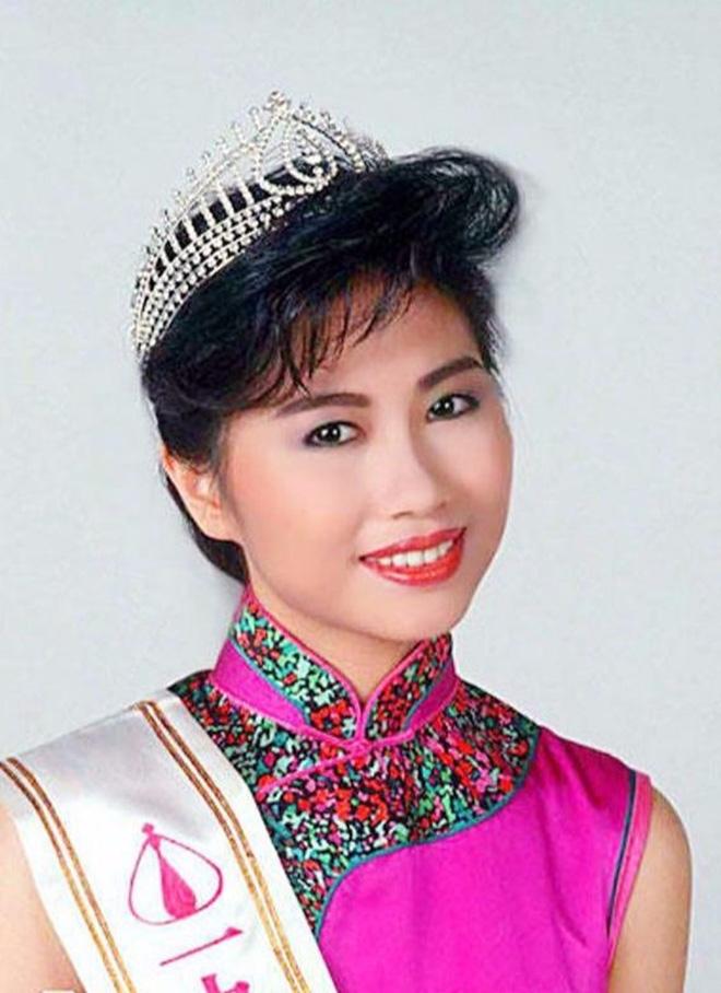 Hoa hậu Hong Kong 3 đời chồng, làm chủ tập đoàn trang sức lớn, tuổi U60 ra sao? - Ảnh 1.