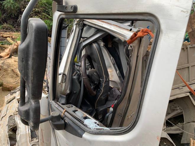 Hình ảnh mới nhất hiện trường vụ tai nạn xe tải làm 7 người ngồi trên cabin và thùng xe tử vong - Ảnh 7.