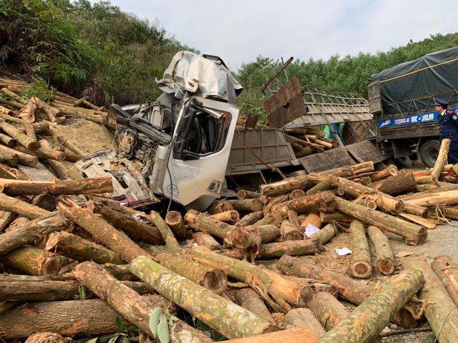 Hình ảnh mới nhất hiện trường vụ tai nạn xe tải làm 7 người ngồi trên cabin và thùng xe tử vong - Ảnh 4.