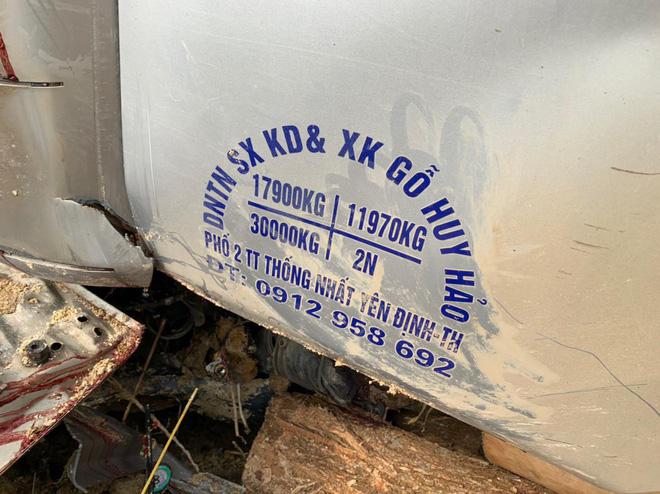 Hình ảnh mới nhất hiện trường vụ tai nạn xe tải làm 7 người ngồi trên cabin và thùng xe tử vong - Ảnh 5.