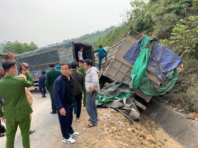 Hình ảnh mới nhất hiện trường vụ tai nạn xe tải làm 7 người ngồi trên cabin và thùng xe tử vong - Ảnh 2.