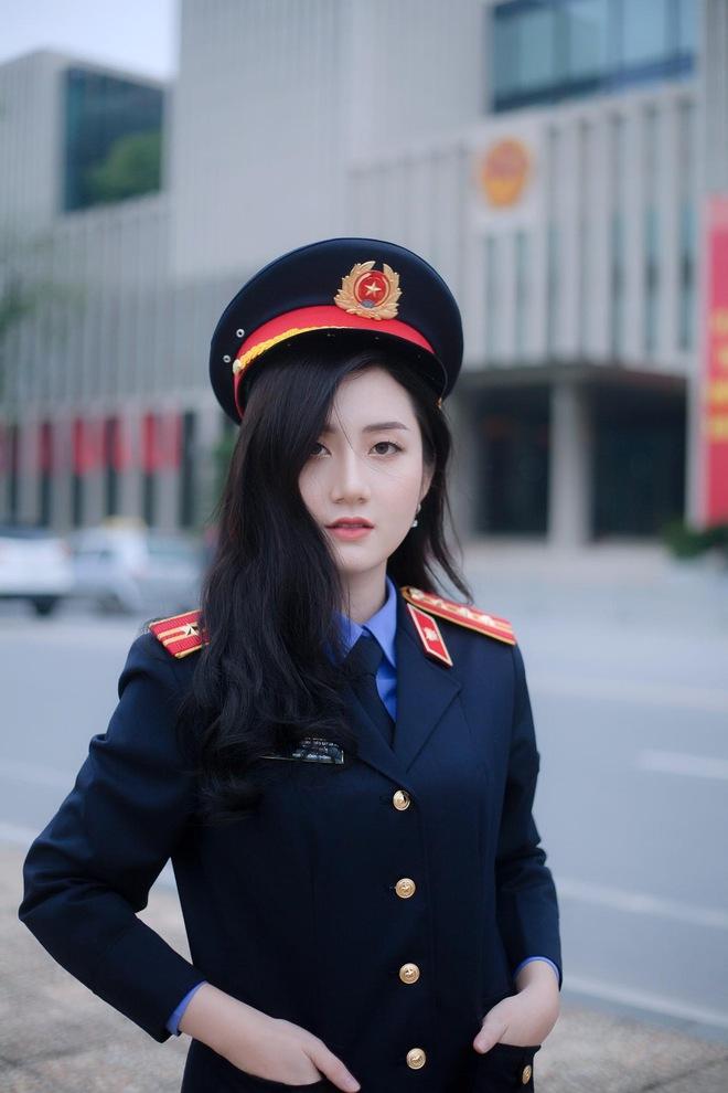 """Nữ thủ khoa ĐH Kiểm sát Hà Nội khoe nhan sắc đỉnh cao cùng bảng thành tích """"khủng"""" - Ảnh 2."""