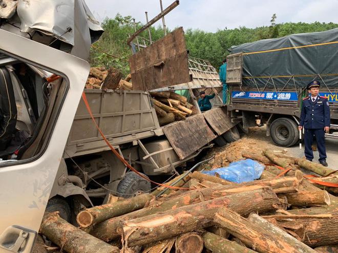 Hình ảnh mới nhất hiện trường vụ tai nạn xe tải làm 7 người ngồi trên cabin và thùng xe tử vong - Ảnh 8.