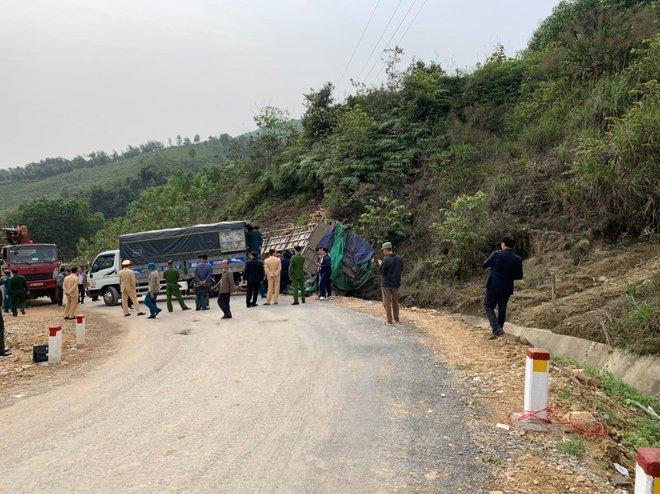 Hình ảnh mới nhất hiện trường vụ tai nạn xe tải làm 7 người ngồi trên cabin và thùng xe tử vong - Ảnh 1.