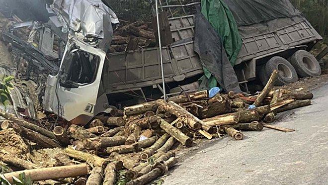 Hình ảnh mới nhất hiện trường vụ tai nạn xe tải làm 7 người ngồi trên cabin và thùng xe tử vong - Ảnh 10.