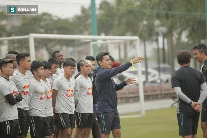 Kiatisuk không muốn lấy Thái Lan ra so sánh, tuyên bố muốn V.League biết HAGL là thế nào - Ảnh 2.